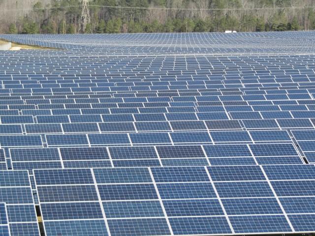 Fotovoltaisk solenergi område på Volkswagen-fabrikken i Chattanooga, Tennessee